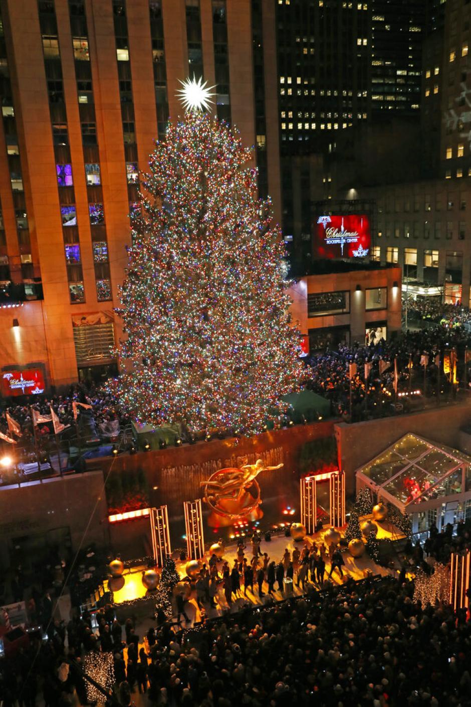 'Tis the season: Rockefeller Center Christmas tree lights up   Press Enterprise Online